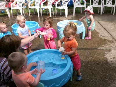 summer-camp-toddler-Tots-at-WaterTable